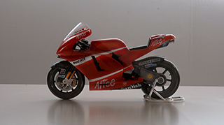ducati desmosedici gp9 scale model